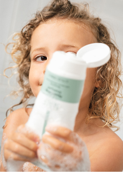 Beeld van NAÏF baby shampoo